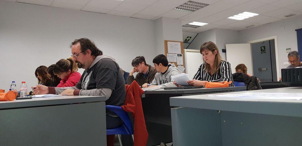 """Alumnos de ASDEF en plena evaluación de una Unidad Formativa del Curso """"Actividades de Gestión Administrativa"""" (Programación 2017)"""